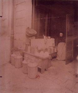 Marchande de café, la laitière, rue Mouffetard